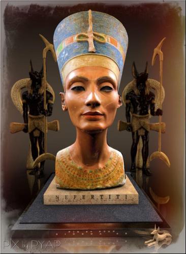 Nefertiti et Dieux.
